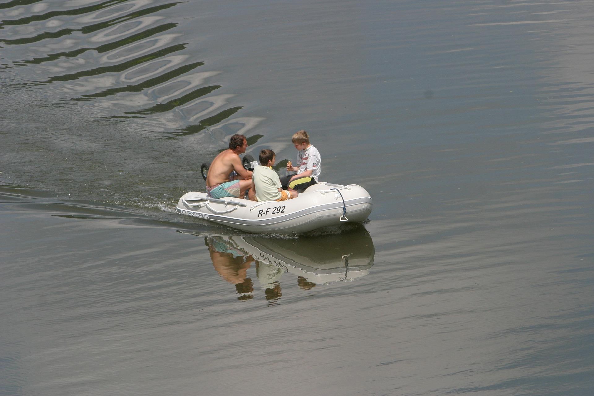 schlauchboot kaufen dein schlauchboot kaufen. Black Bedroom Furniture Sets. Home Design Ideas